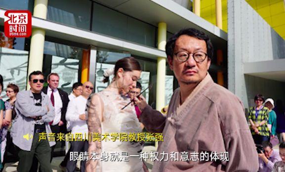 ●北京时间记者:您刚才也提到了,您创作时是和女性合作,为什么选择女性?