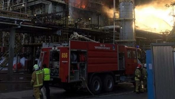 快讯!俄罗斯列宁格勒州一炼油厂起火 火灾面积达90平方米