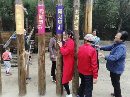"""电瓷新村社区为丰富老人精神文化生活组织""""江北绿色生态游"""""""