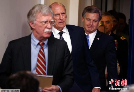 資料圖片:約翰·博爾頓(左一)。