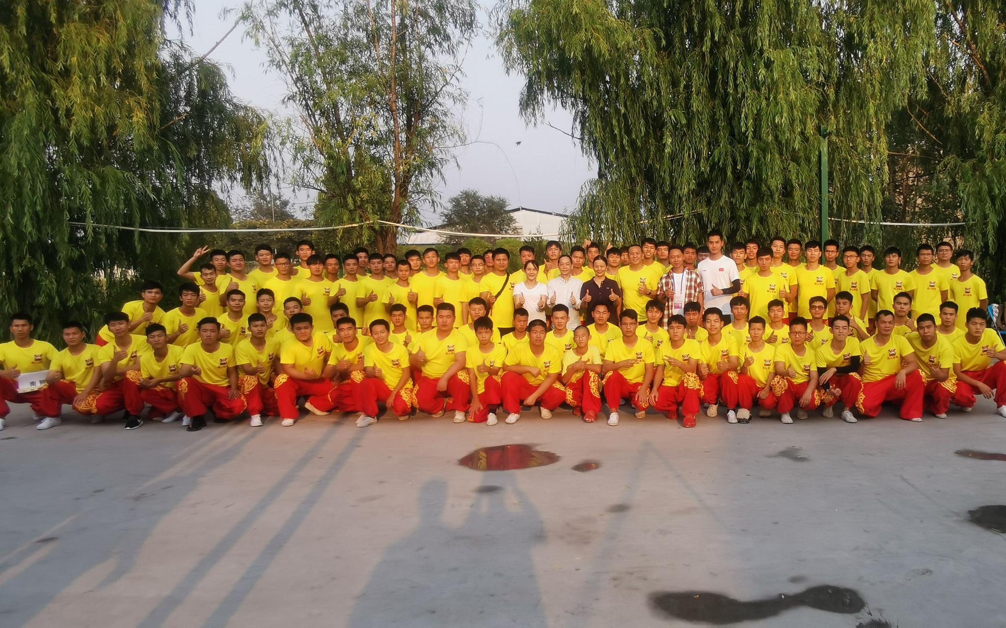 9月29日,广东佛山北海醉狮演出团队正在锻炼基天开影。受访者供图