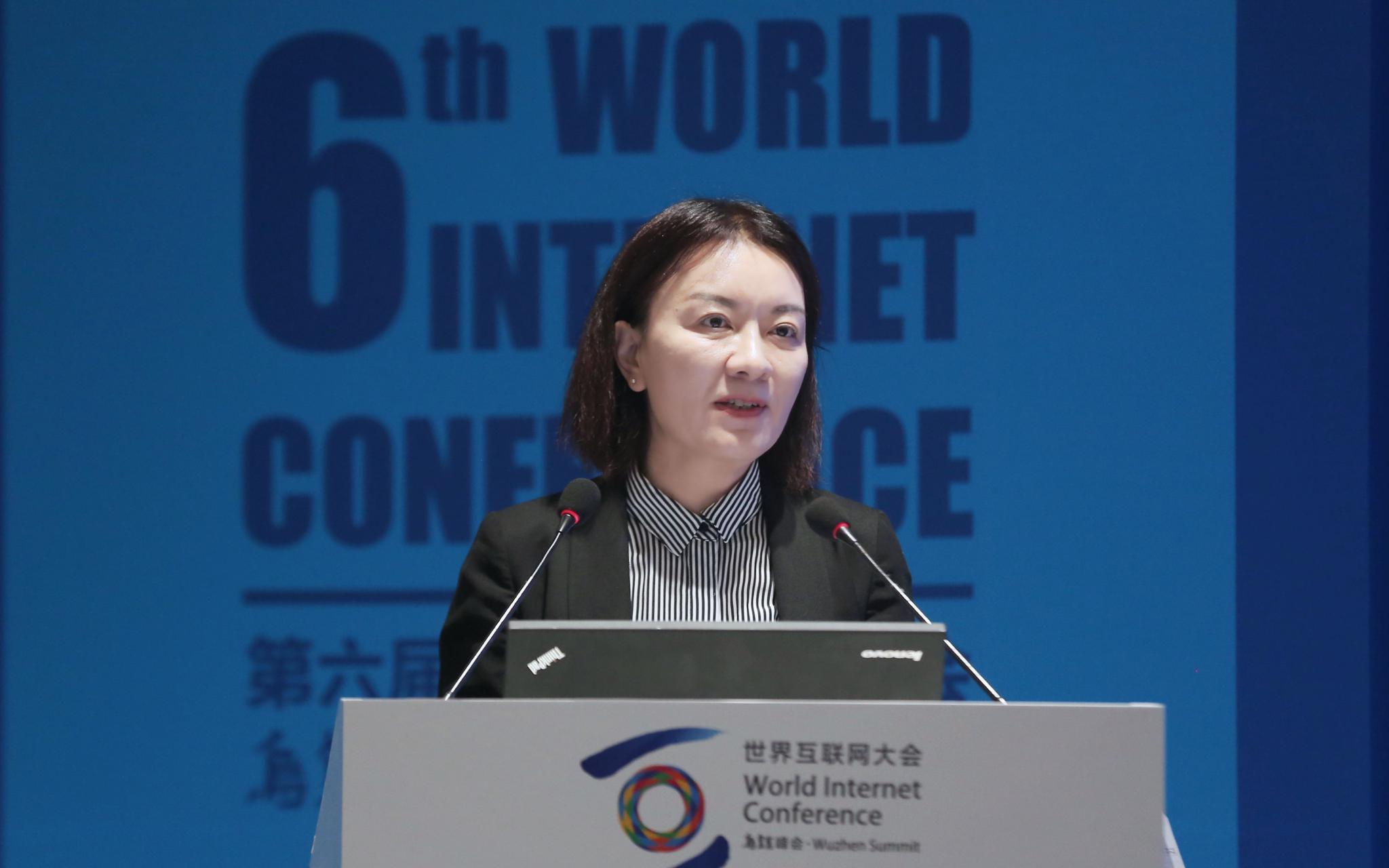 卢新宁:借互联网将香港打造成文