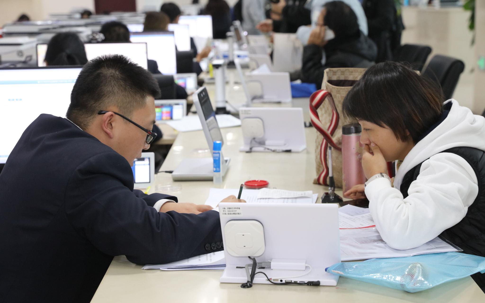 美高梅娱乐注册19|李扬:财政数据最为关键 支出增多、地方财政等问题令人担忧