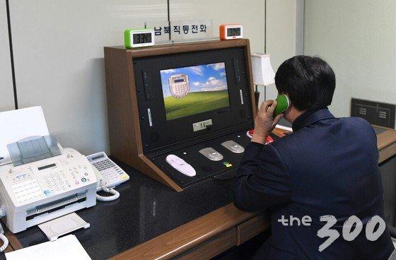 韩国官员用板门店热线与朝方联络
