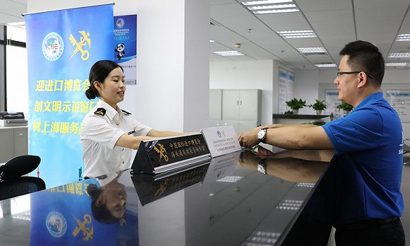 首票进境展品完成通关申报,上海多职能部门全力协助进博会展品进关