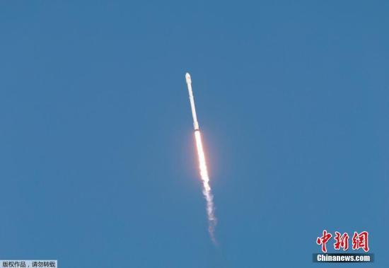资料图:载有TESS的猎鹰9号火箭发射升空。