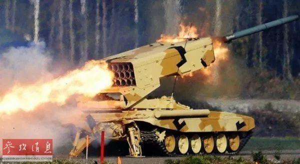 ▲俄軍TOS-1A自行特種多管火箭炮系統