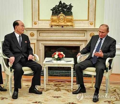图注:金永南(左)会晤俄罗斯总统普京
