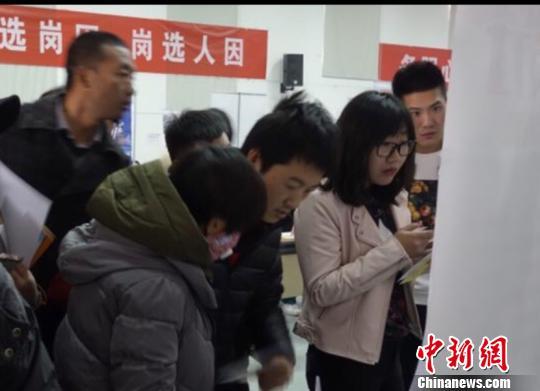 北京大兴国际机场地区专场招聘会现场。 杜燕 摄