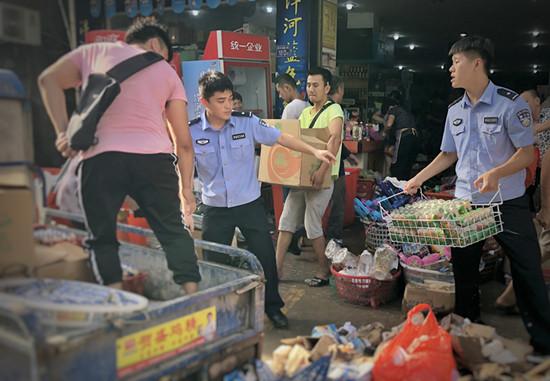"""台风""""玛莉亚""""过后  宁德警方组织警力进行灾后修复"""