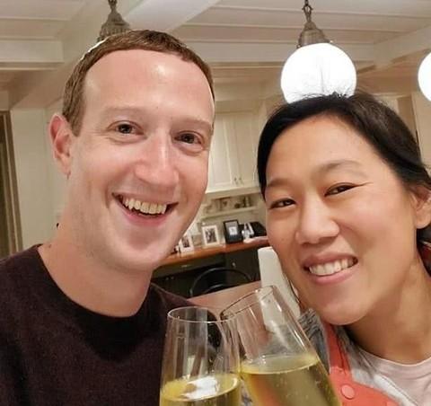 扎克伯格社交网站上发文,动情纪念与华裔妻子相恋16周年