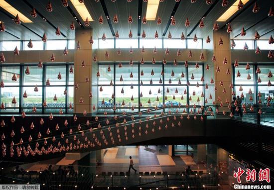 材料图:新减坡樟宜国际机场。