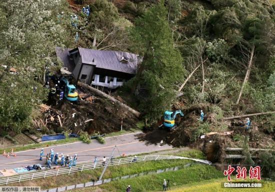日本北海道强震致2人死亡 警方加紧确认失联人数