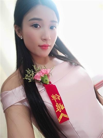 闵文清参加表姐婚礼的照片。本文图片 成都商报
