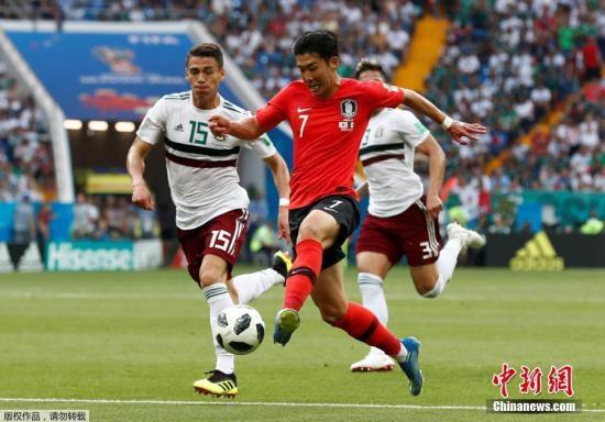 北京时间6月23日晚,2018俄罗斯世界杯F组次轮韩国队与墨西哥队的比赛在顿河畔罗斯托夫打响。墨西哥队凭借上半时贝拉点球命中,以及下半场埃尔南德斯反击得手,伤停补时期间,孙兴民远射为韩国队扳回一球,最终墨西哥2-1战胜韩国队。