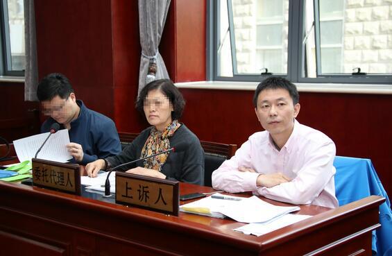 死者妻子、儿子、代理人参加庭审 摄/通讯员 王鑫刚