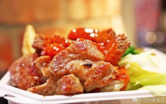 韩国釜山街头美食:7500韩元铁板猪颈肉套餐