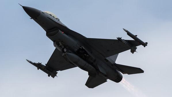 发动机轴承断裂?台F16不排除空中解体 已用20多年