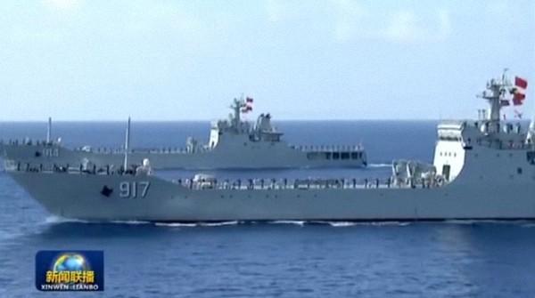 """海上""""大巴"""":072A型坦克登陆舰。"""