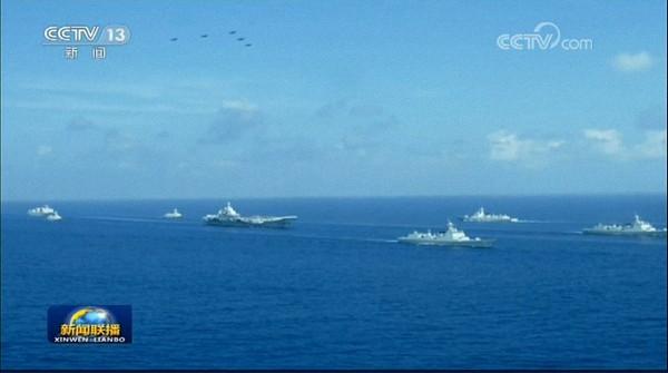 航母护卫:052D型导弹驱逐舰。