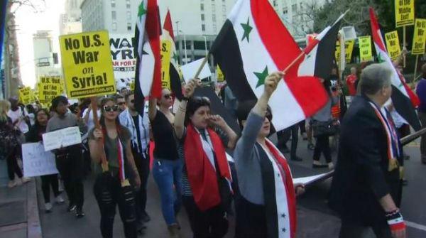 美国民众进行反战游行