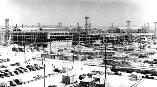 1942年7月1日,正在建設中的五角大樓西北側立面。