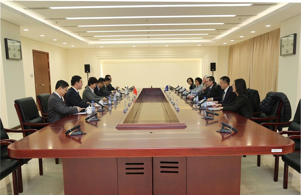 秦博勇会见世界银行副行长乔治·法米利亚尔
