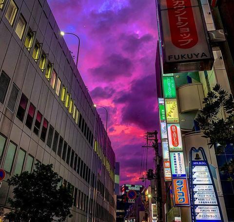 """有网友上传图片并吐槽""""日本的闭幕行将起头""""(Twitter)"""