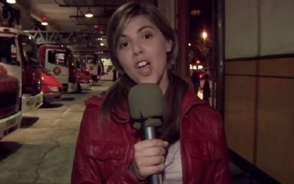 女记者跟随消防员出警遇丧尸,被隔离在感染区,摄像机记录一切!
