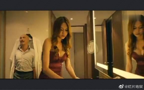 泰囧:徐峥误闯人妖房间,知道后想跑却走不了,只能躲在床底下