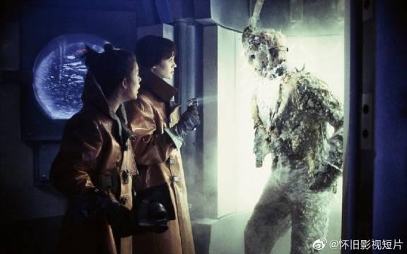 《杰森在太空》2000年,杀不死的杰森被关在水晶湖研究中心