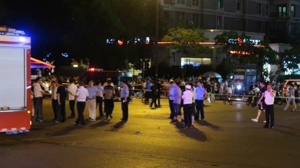 警朴直在考察事变现场。磅礴消息记者 杨亚东 图