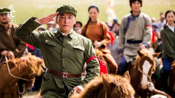 《国家孩子》央一再播 刘小锋感谢剧组感恩观众