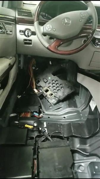 车内座椅搬空,线路损坏。