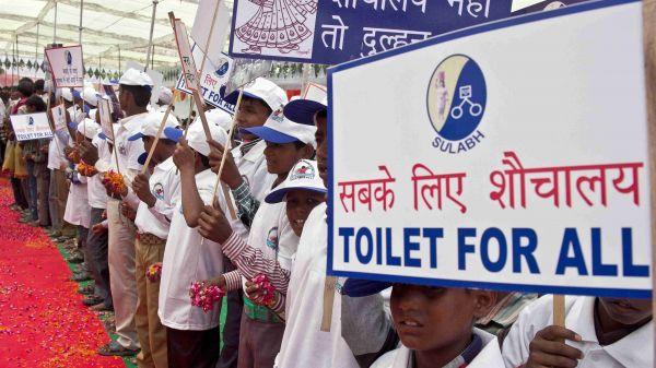 """这部""""有味道""""的电影,反映了印度的""""厕所革命"""""""