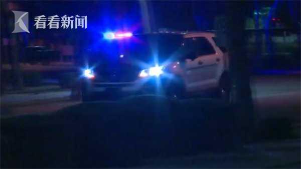 男子深夜公路狂丢石头被拦 夺枪杀警致1回力线上娱乐死2伤