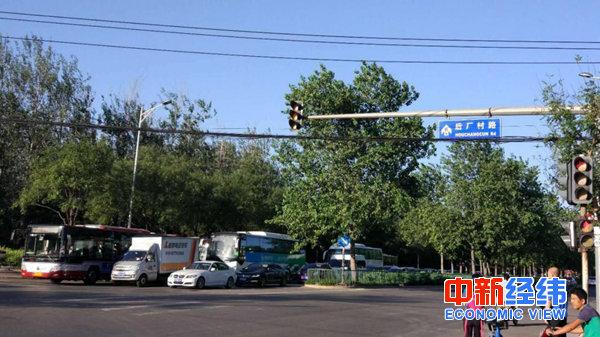 ▲清晨的后厂村路,老田每天的必经之地 受访者供图