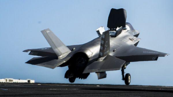 資料圖片:美軍F-35B隱身戰機離艦瞬間。