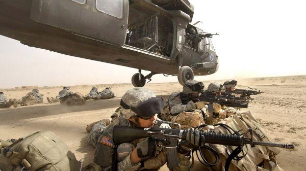 资料图片:美国陆军机降作战训练。(图片来源于网络)