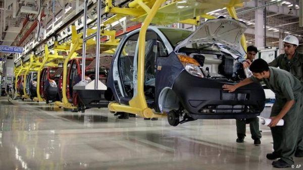 工人正在塔塔汽车公司位于印度萨北德市的消费线上事情。(好联社)