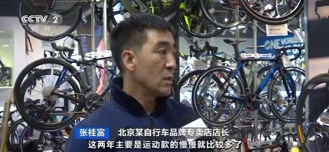 兔牙娱乐代理_宁波高速路上货车追尾集卡车 货车司机小腿骨折被困驾驶室