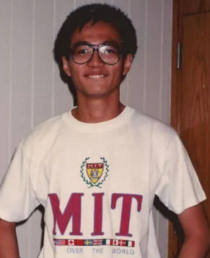▲图为MIT时期的他