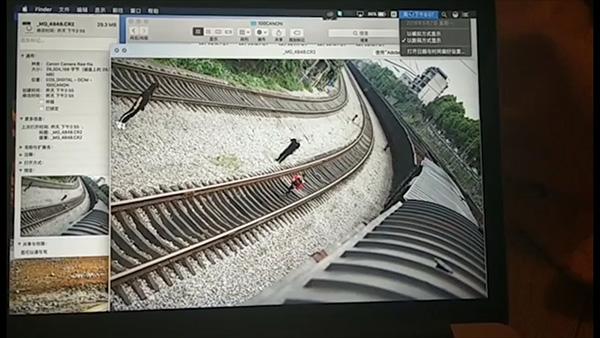 男子爬火车触电去世 女友:为客户拍照 非为拍抖