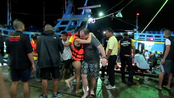 正文  当地时间7月5日,泰国普吉岛,获救的游客.