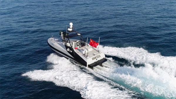 中国首艘导弹无人艇珠海航展公开亮相