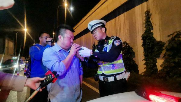 """警探号丨打击酒驾和涉牌违法专项行动  北京警方一晚查获45名""""酒司机"""""""