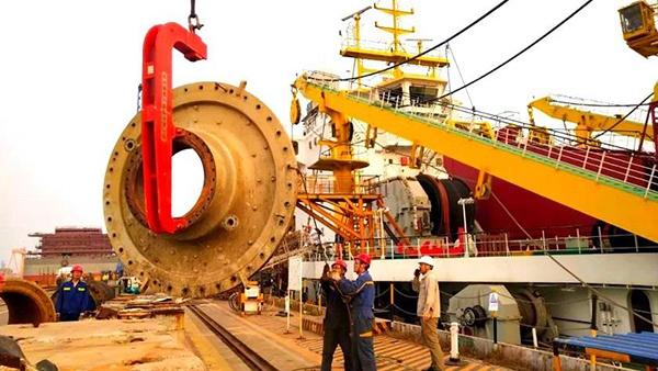 """近日,""""天鲲号""""在启东振华船厂进行修船作业。 本文图片均来自中交天津航道局"""