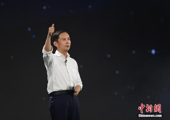 9月10日,張勇在晚會上發言。當日,阿里巴巴集團在浙江杭州舉行20週年紀念晚會,馬雲卸任阿里巴巴集團董事局主席,集團CEO張勇接任。中新社記者 王剛 攝