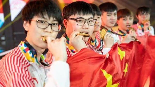 亚运电竞冠军:训练比赛全年无休 一天练14个小时