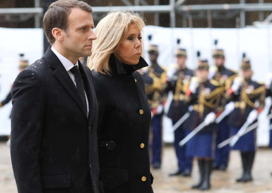 法国总统马克龙和夫人布丽吉特。(图片来源:路透社)